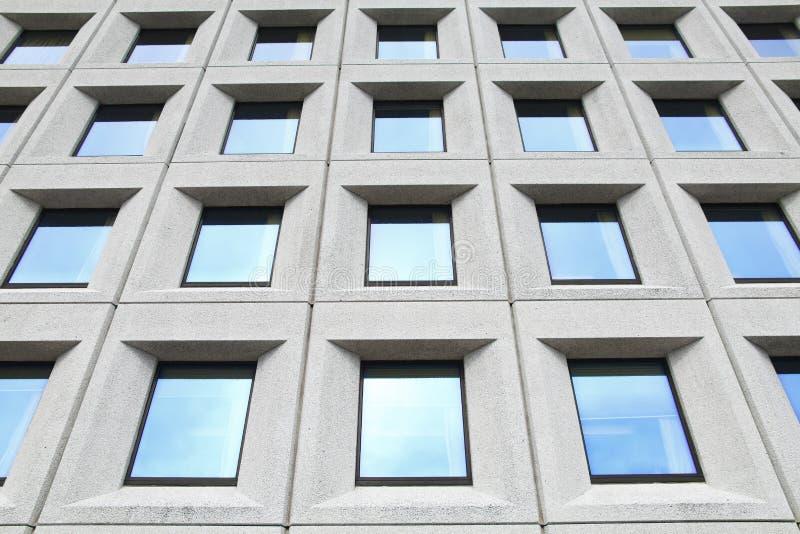 Hublots d'immeuble de bureaux images libres de droits