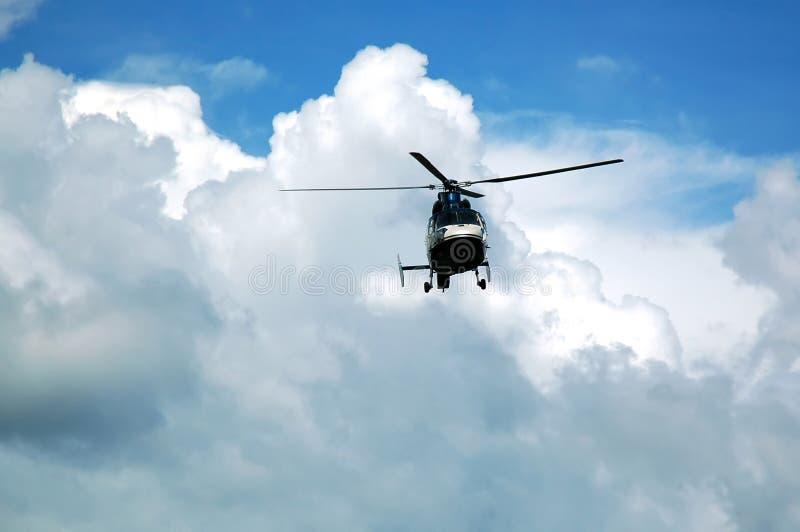 Hubschrauber in der Luft stockbilder