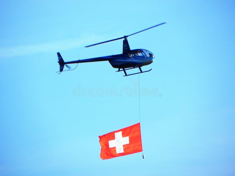 Hubschrauber in der Luft Der Hubschrauber schwebte in der Luft Details und Nahaufnahme stockbilder