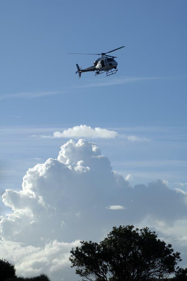 Hubschrauber im Himmel stockbilder