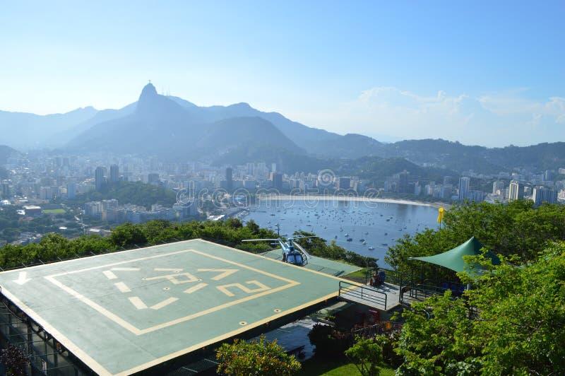 Hubschrauber-Landeplatz in Pao De azucar, Rio de Janerio stockfotos