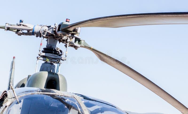 Hubschrauber mit Makro des Propellers, nah an ihm stockbilder