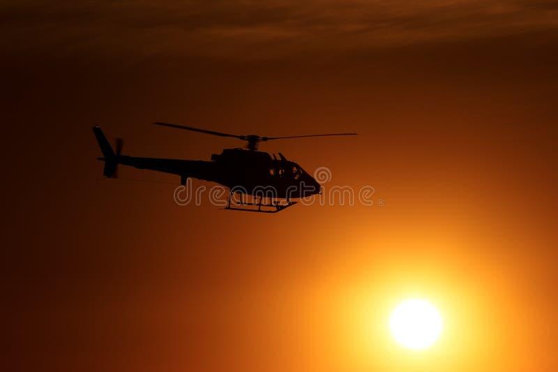 Hubschrauber-Sonnenuntergang-Flug lizenzfreie stockfotografie