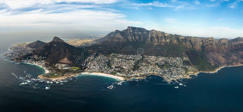 Hubschrauberflug über Kapstadt lizenzfreie stockfotos