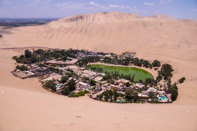 Hucachina oas- och sanddyn, Peru royaltyfria bilder