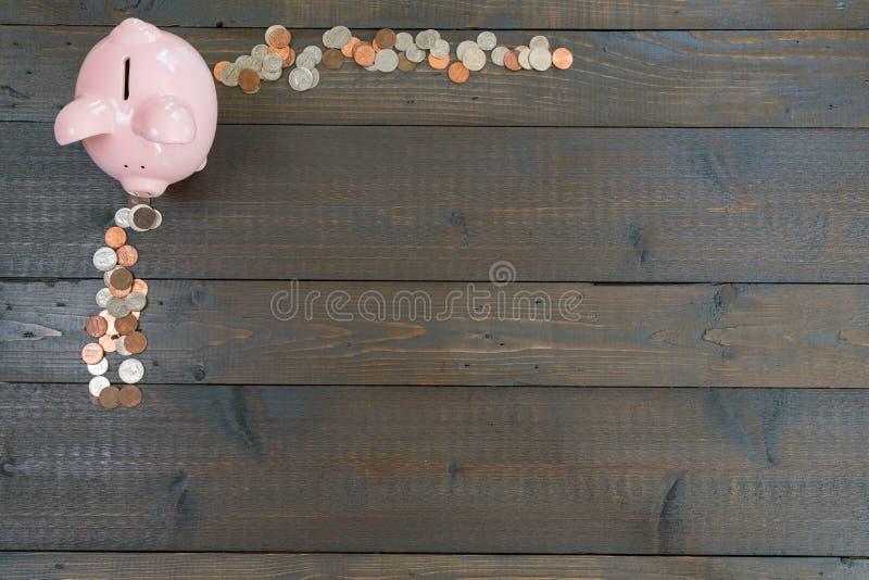 Hucha con las monedas fotografía de archivo libre de regalías