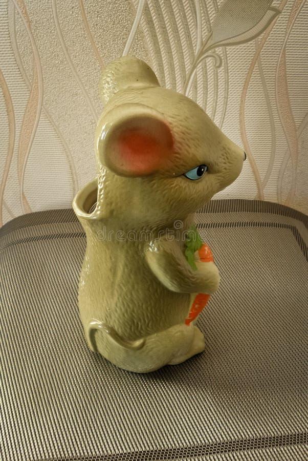 Hucha del ratón para el dinero foto de archivo