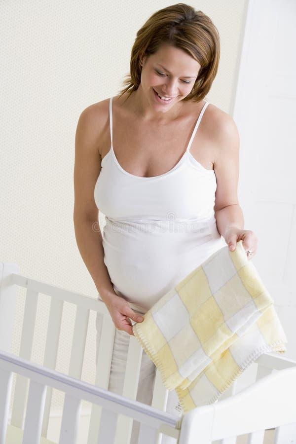 Huche de chéri d'établissement de femme enceinte photographie stock