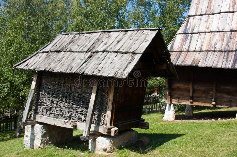 Huche de maïs, bâti Zlatibor, Serbie photographie stock