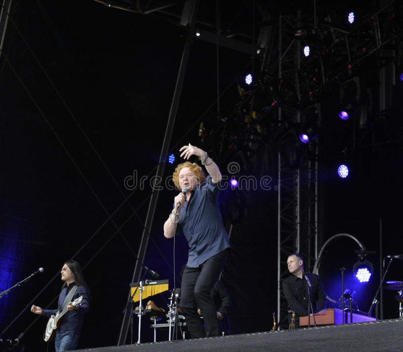 Hucknall Mick в концерте на doncaster стоковые фото