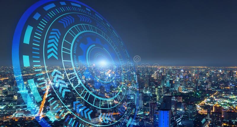 HUD com cidade esperta e círculos futuristas abstratos da tecnologia Projeto gráfico na cidade urbana, Banguecoque na noite, Tail imagens de stock