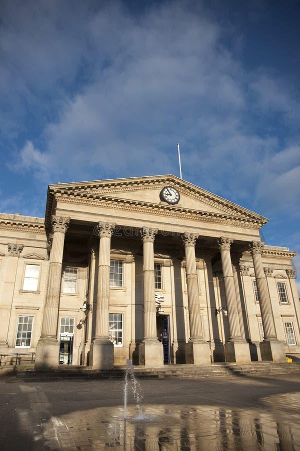 Huddersfield, oeste - yorkshire, Reino Unido, em outubro de 2013, estação de trem de Huddersfield imagem de stock royalty free