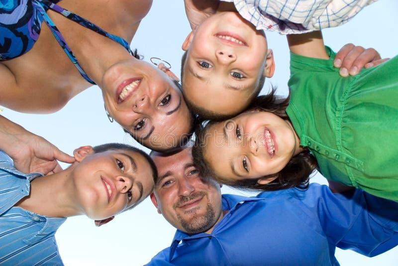 huddle семьи счастливый стоковое изображение rf