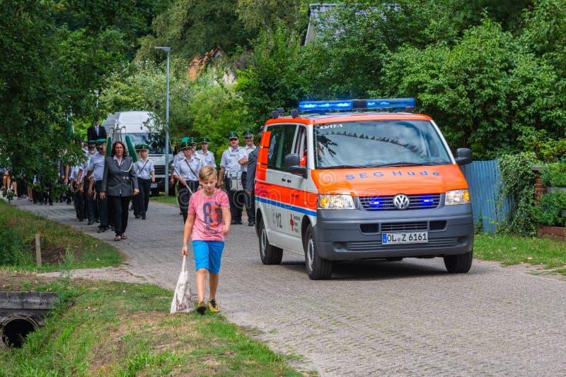 Hude,德国,8月,04,2019:射击者游行通过hude 免版税库存图片