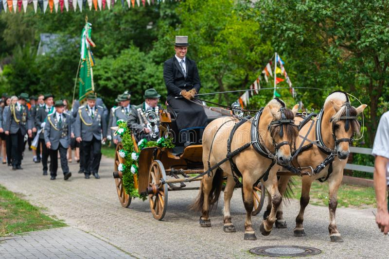 Hude, Duitsland, 04,2019 Augustus: schutterparade door hude royalty-vrije stock afbeelding