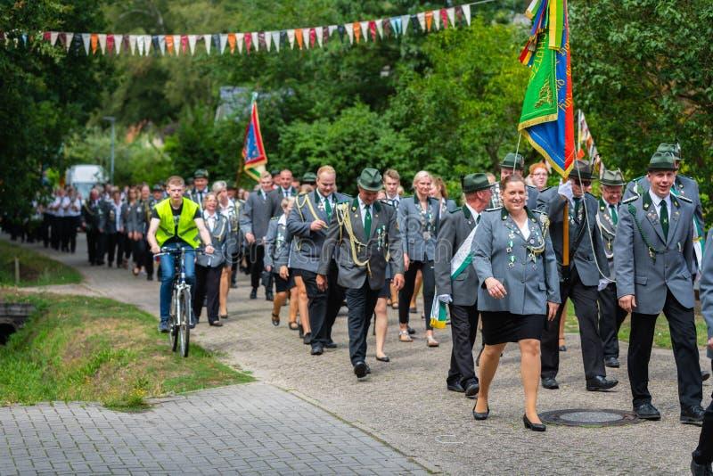 Hude, Duitsland, 04,2019 Augustus: schutterparade door hude royalty-vrije stock foto's
