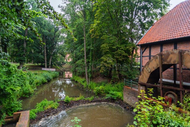 Hude, Niski Saxony Niemcy, Lipiec - 13 2019, Bilder, monaster tawerna Hude - obraz stock