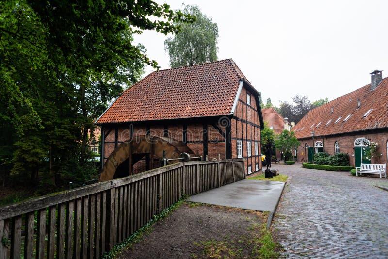 Hude, Niski Saxony Niemcy, Lipiec - 13 2019, Bilder, monaster tawerna Hude - obrazy royalty free