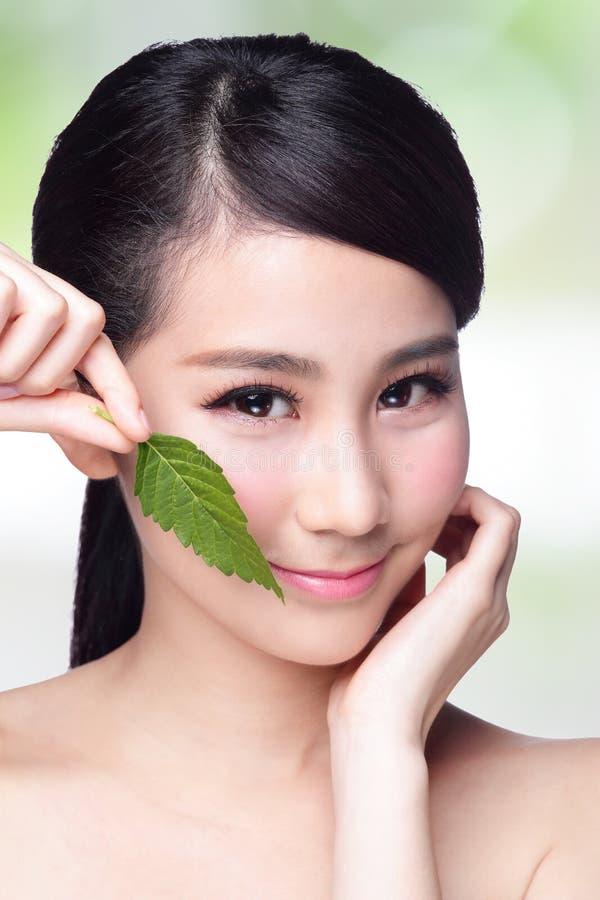 Hudomsorg och organiska skönhetsmedel royaltyfri fotografi