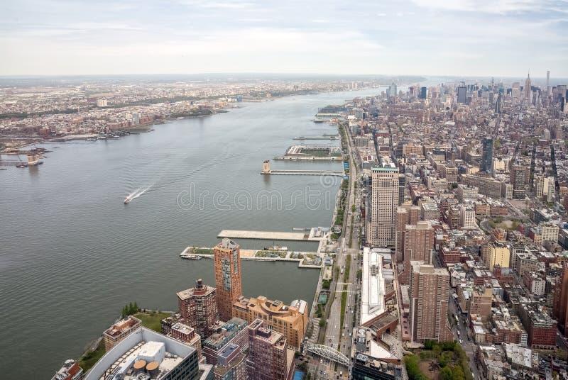 Hudson River och västra gata i New York City arkivbilder