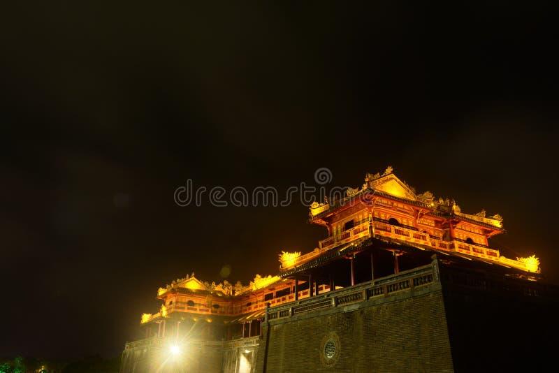 Hue Place Gate alla notte fotografia stock