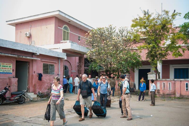 HUE Vietnam Mar 14:: Estação de trem da MATIZ em Vietname, o 14 de março de 20 fotografia de stock