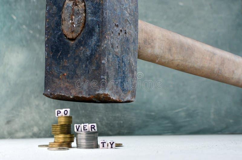 Huelga y manera de la pobreza al concepto de la riqueza imagenes de archivo
