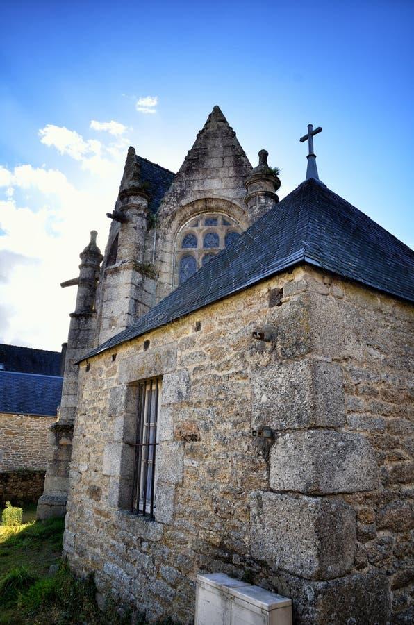 Huelgoat, villaggio adorabile in Bretagna, Francia fotografie stock
