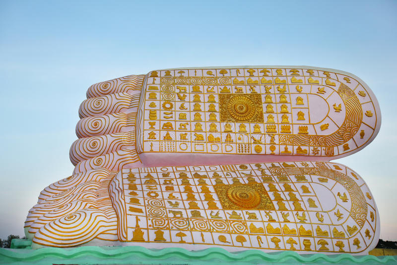 Huella de Buddha con los símbolos impresos en plantas del pie foto de archivo