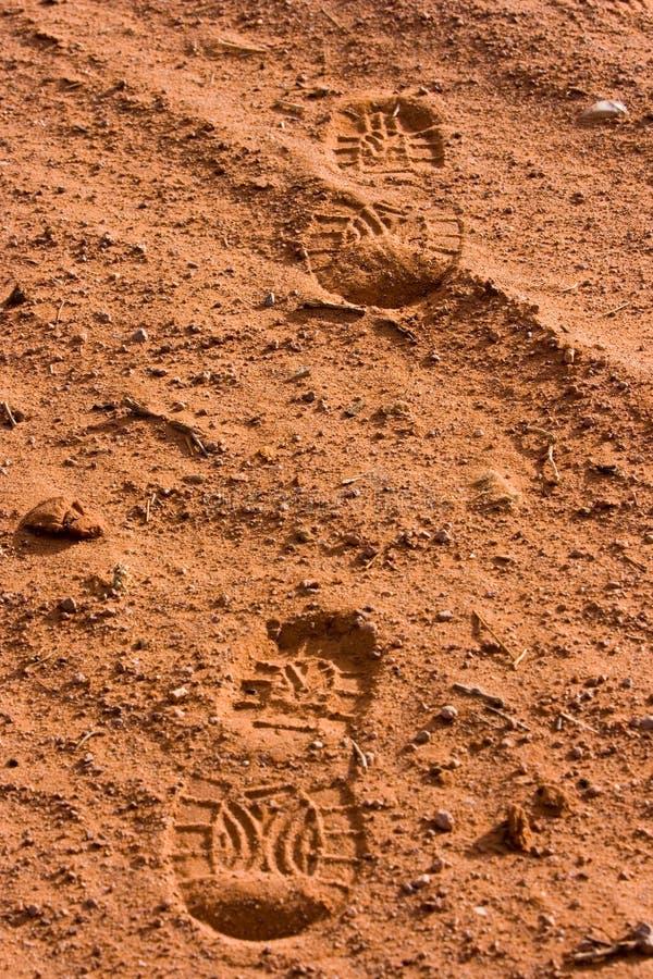 Huellas en arena imagenes de archivo