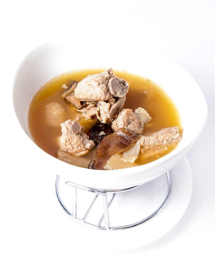 Huesos hervidos del cerdo, costillas de cerdo cocidas medicina china, hueso del cerdo imagen de archivo