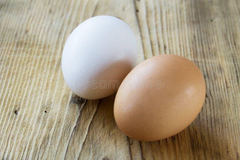 Huevo blanco y marrón imágenes de archivo libres de regalías