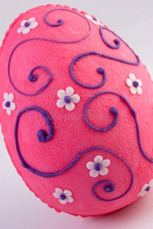 Huevo de chocolate con la decoración del azúcar fotografía de archivo libre de regalías