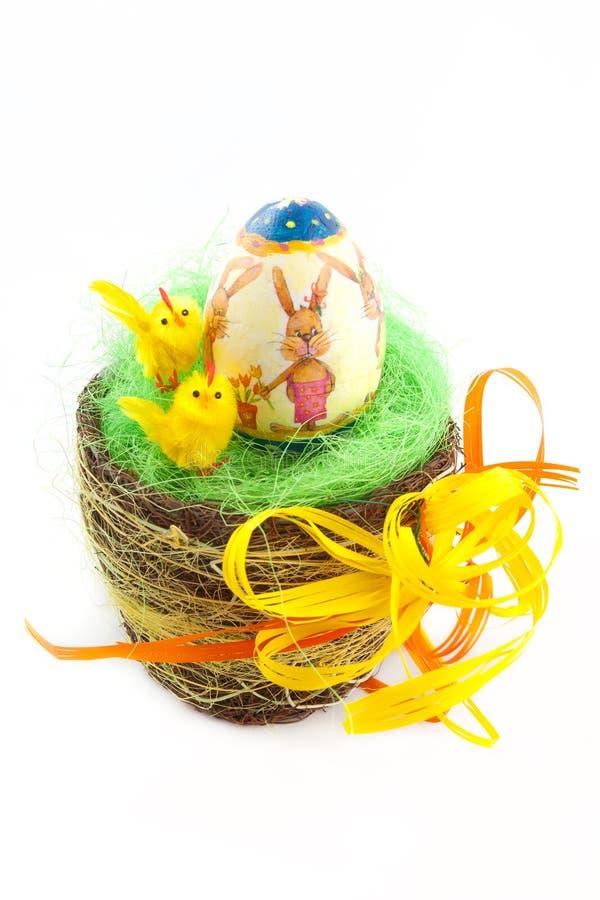 Huevo de Pascua adornado aislado en el fondo blanco imagen de archivo libre de regalías