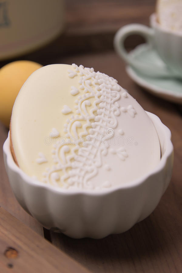 Huevo de Pascua dibujado mano de la textura de la decoración del pan de jengibre de la galleta imágenes de archivo libres de regalías