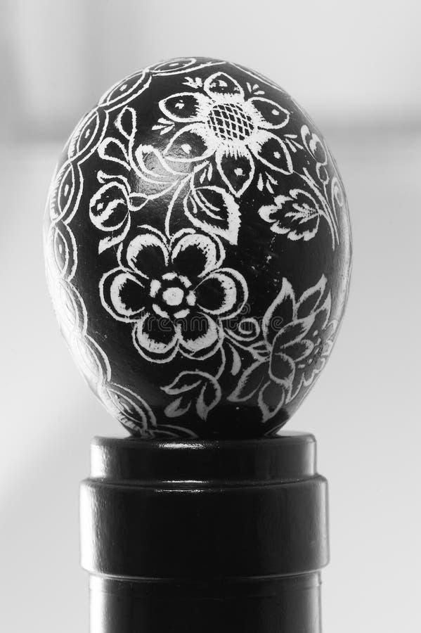 Huevo de Pascua negro fotografía de archivo
