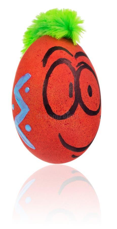 Huevo de Pascua, pintado en la cara sonriente de la historieta del individuo Adornado eg. fotografía de archivo