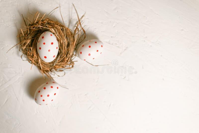 Huevo de Pascua pintado tres en un fondo ligero fotos de archivo libres de regalías
