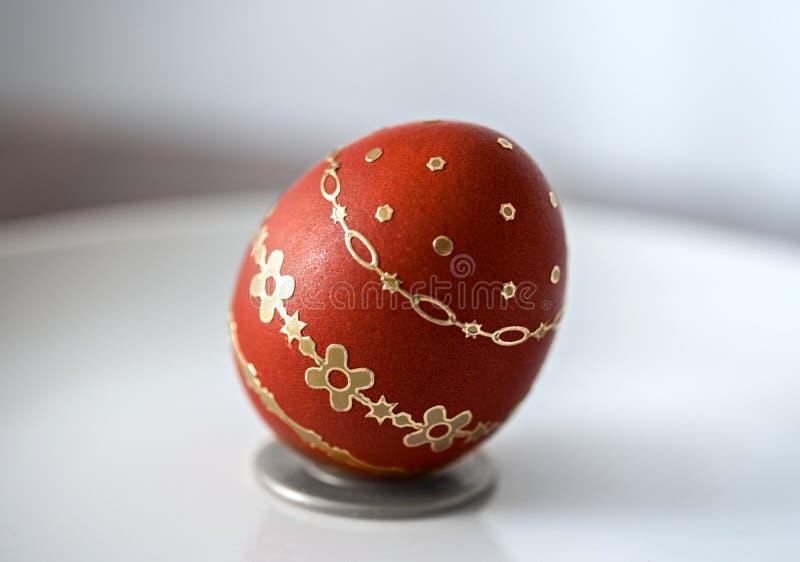 Huevo del rojo de Pascua imágenes de archivo libres de regalías