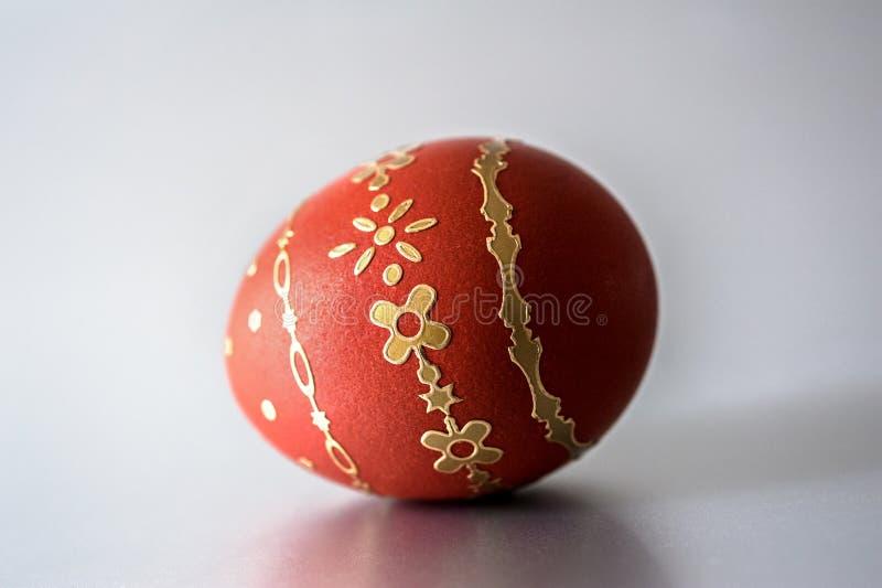Huevo del rojo de Pascua fotografía de archivo libre de regalías
