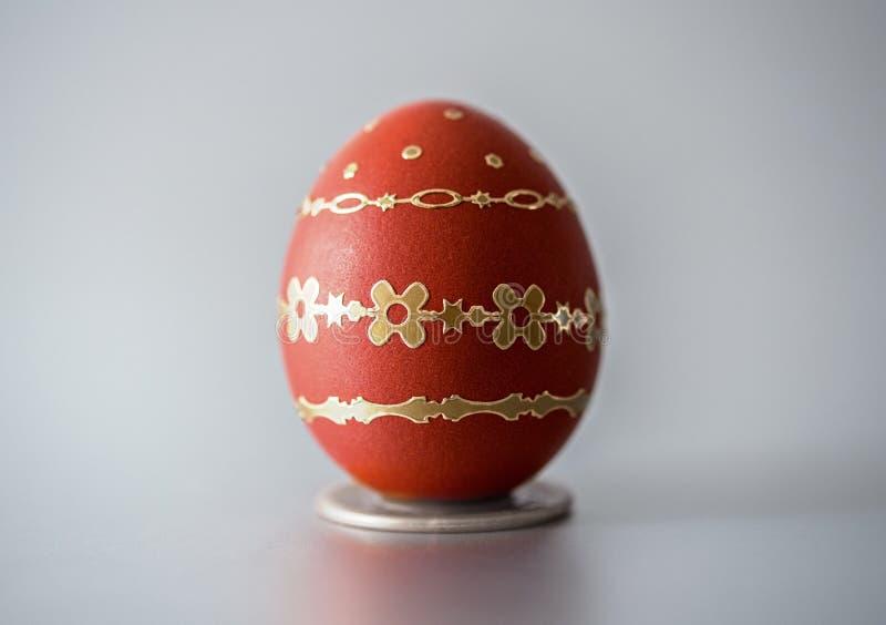 Huevo del rojo de Pascua fotografía de archivo