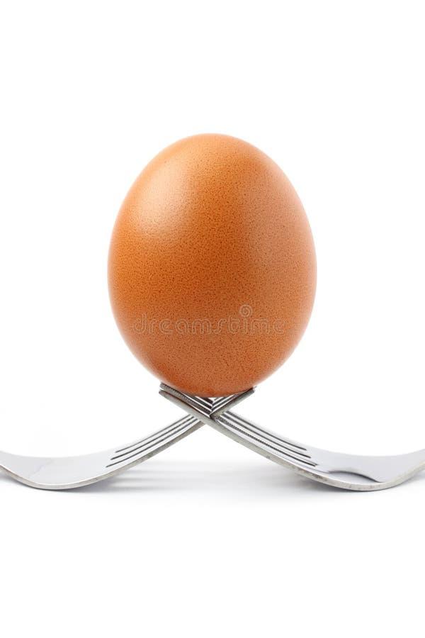 Huevo en fork imagenes de archivo
