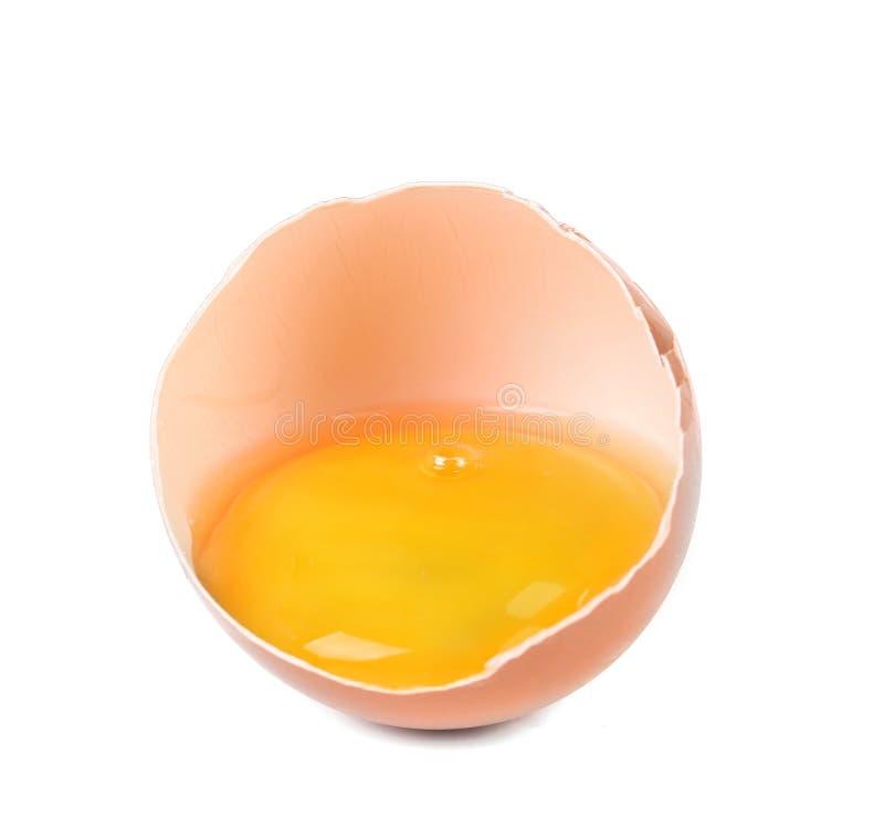 Huevo marrón quebrado imagenes de archivo