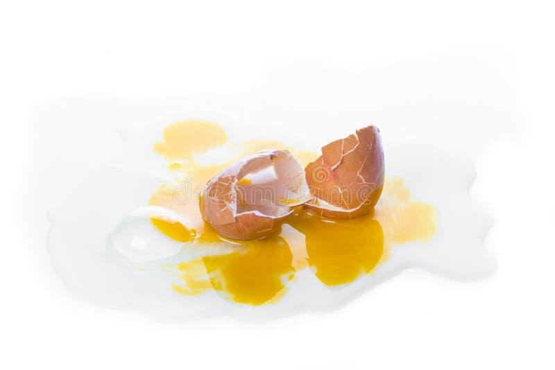 Download Huevo Quebrado Del ` S De La Gallina, Aislado En Un Fondo Blanco Foto de archivo - Imagen de pérdida, marrón: 100527454