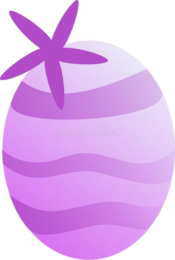 Huevo rayado púrpura de Pascua con la flor de la primavera foto de archivo libre de regalías