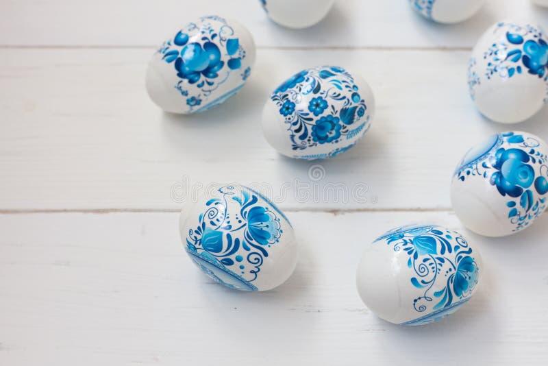 Huevos azules y blancos de Pascua imagen de archivo libre de regalías