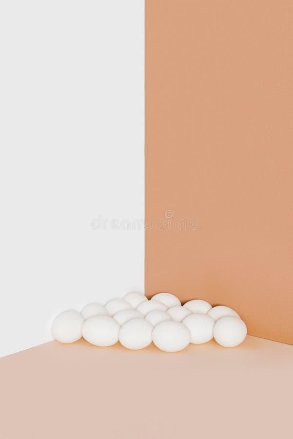 Huevos blancos del pollo fotos de archivo