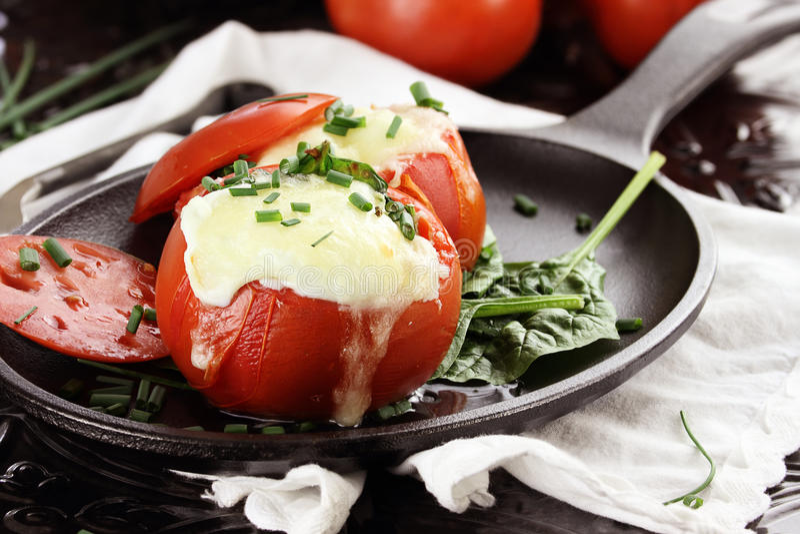 Download Huevos cocidos en tomate imagen de archivo. Imagen de desayuno - 41906631