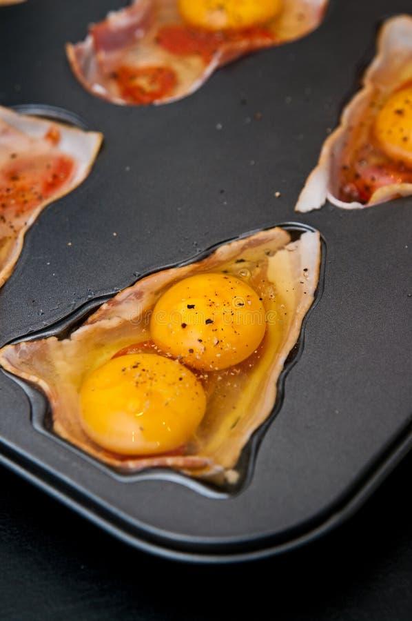 Huevos con el jamón como bocado de la Navidad foto de archivo