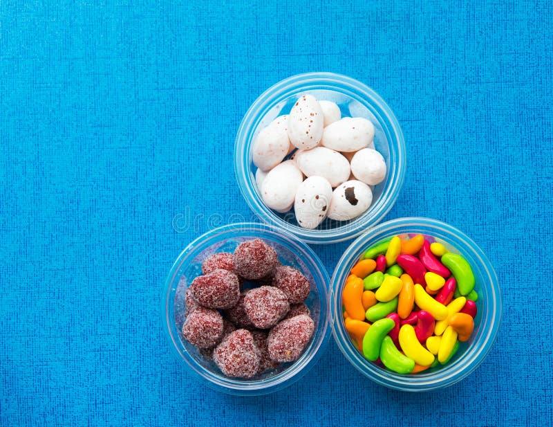 Huevos de caramelo coloridos imágenes de archivo libres de regalías